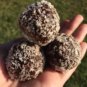 PB Cacao bliss balls with walnuts as the base ingredient!